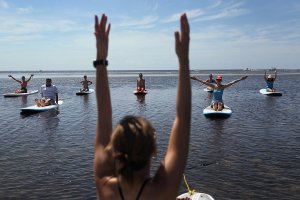 yoga-instructor-leads-paddleboard-yoga-class-Miami
